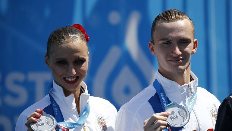 Михаэла КАЛАНЧА и Александр МАЛЬЦЕВ с серебром ЧМ. Фото REUTERS