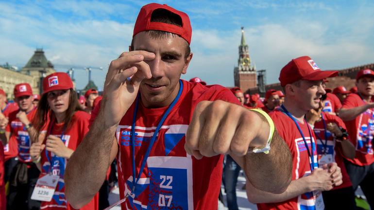 """Сегодня. Москва. Участники открытой тренировки на Красной площади. Фото Дарья ИСАЕВА, """"СЭ"""""""