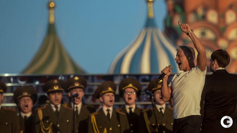 """Сегодня. Москва. Вечер бокса на Красной площади. Олег ГАЗМАНОВ. Фото Дарья ИСАЕВА, """"СЭ"""""""