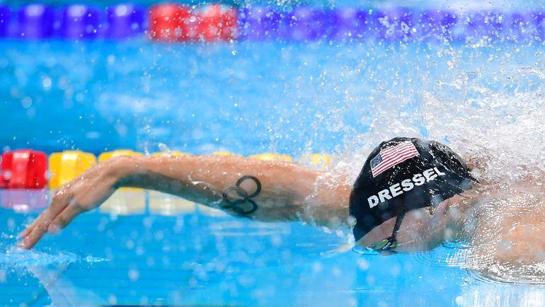 Кэлеб ДРЕССЕЛ выигрывает со сборной США смешанную эстафету 4х100 метров вольным стилем. Фото REUTERS