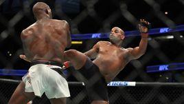 Джонс - новый чемпион UFC