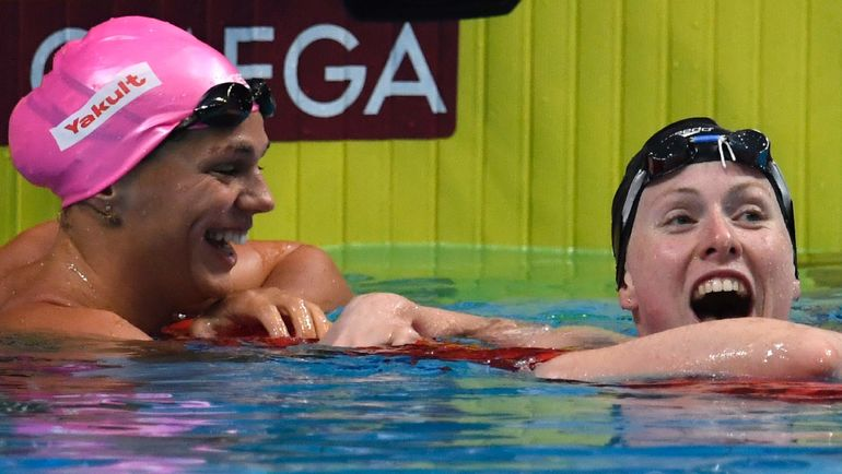Юлия ЕФИМОВА (слева) и Лилли КИНГ. Фото AFP