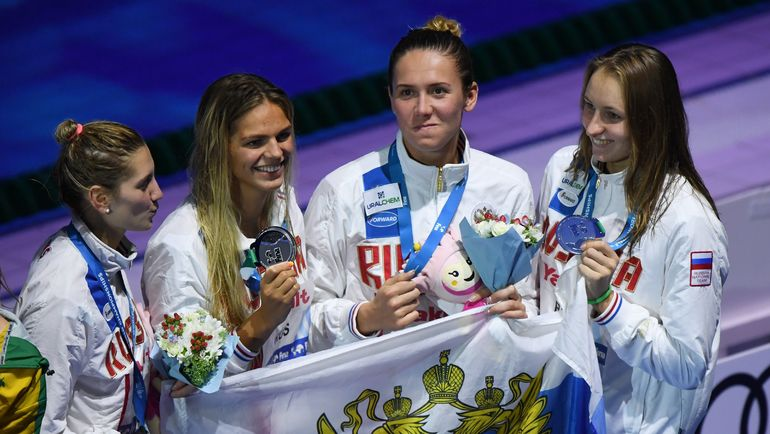Капитан сборной России Анастасия ФЕСИКОВА (вторая справа). Фото REUTERS