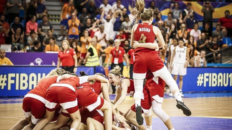 Эмоции россиянок после победы. Фото FIBA