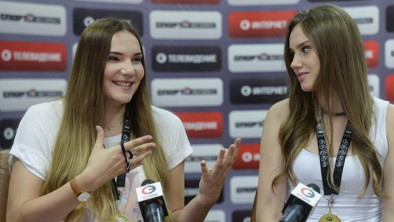 "Сегодня. Мария ВАДЕЕВА (слева) и Раиса МУСИНА в редакции ""СЭ"". Фото Дарья ИСАЕВА, ""СЭ"""