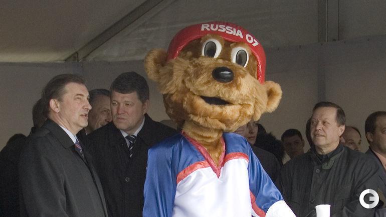 В 2007 году талисманом чемпионата мира по хоккею в Москве был этот немного помятый мишка. Фото Александр ВИЛЬФ