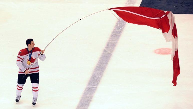 2010 год. Олимпийский чемпион Ванкувера Сидни КРОСБИ. Фото AFP