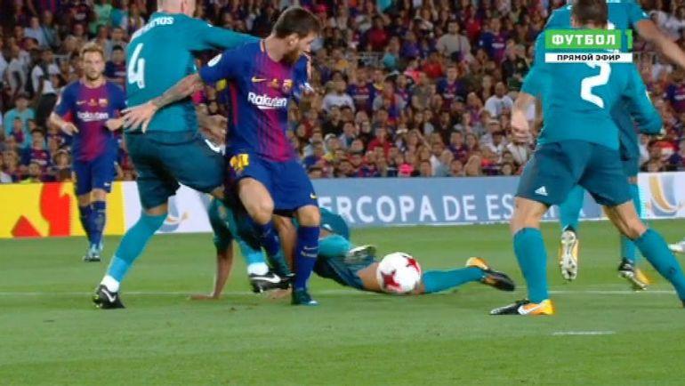 Эпизод с падением Лионеля МЕССИ в матче Суперкубка Испании.