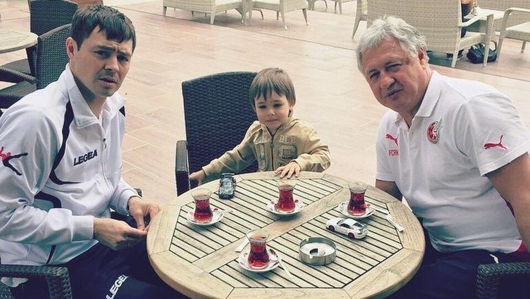 Ринат БИЛЯЛЕТДИНОВ с сыном Динияром (слева) и внуком Тимуром. Фото instagram.com