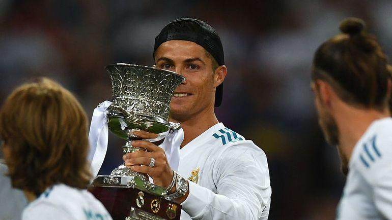Криштиану Роналду с Суперкубком Испании. Фото AFP