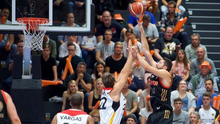 Сборная РФ побаскетболу вконтрольном матче уступила команде Польши