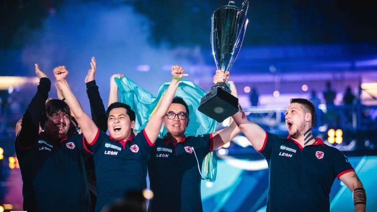 Gambit после победы на PGL Major Krakow. Фото HLTV