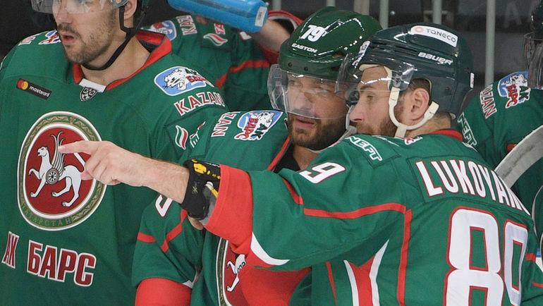 Андрей МАРКОВ (в центре) и Артем ЛУКОЯНОВ (справа). Фото photo.khl.ru