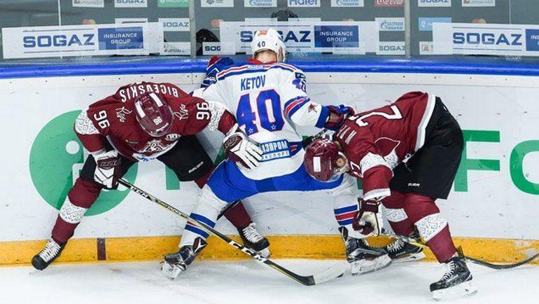 "Сегодня. Рига. ""Динамо"" Р - СКА - 1:3. Рижане не остановили Евгения КЕТОВА (№40) и его партнеров. Фото СКА/hcSKA"