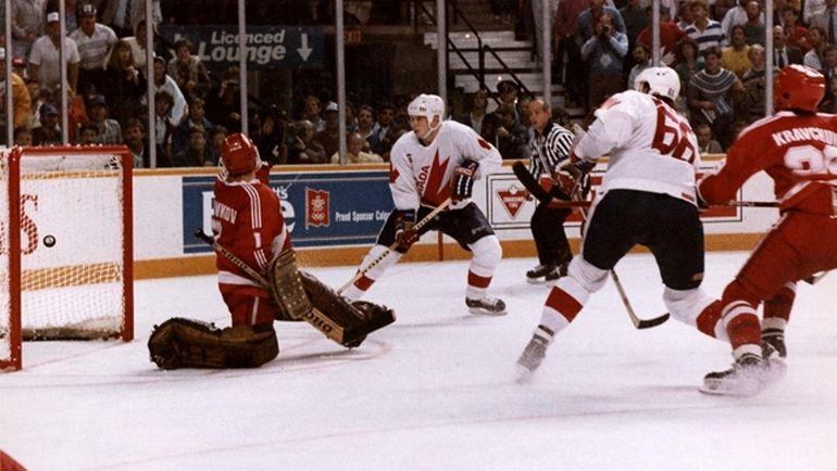 15 сентября 1987 года. Гамильтон. Канада - СССР - 6:5. Победный гол Марио ЛЕМЬЕ (№66). Фото fiveminutesforfighting