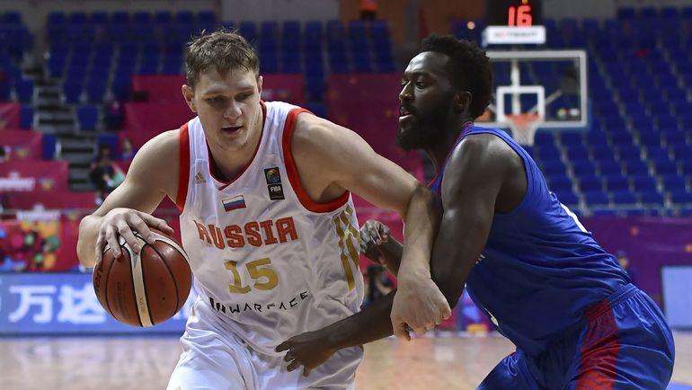 В игре Тимофей МОЗГОВ (слева). Фото AFP