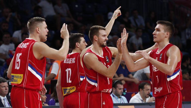 Сборная Сербии празднует выход в полуфинал. Фото AFP