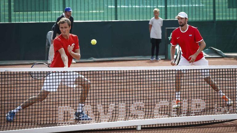 Сегодня. Будапешт. Даниил МЕДВЕДЕВ (слева) и Константин КРАВЧУК не сумели взять для России важное очко. Фото DAVIS CUP