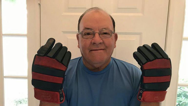 Скотти БОУМЕН в перчатках Анатолия Тарасова.