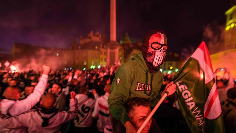 ВПольше ультрас «Легии» надавали футболистам пощечин ипинков из-за плохой игры