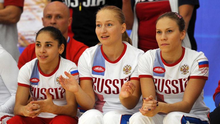 Ксения СЕМЕНОВА (в центре). Фото Никита УСПЕНСКИЙ