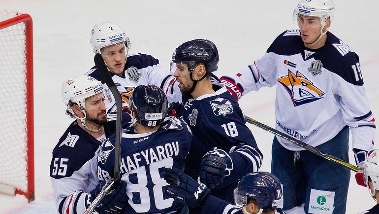 """Воскресенье. Владивосток. """"Адмирал"""" - """"Металлург"""" - 1:3. Число претезий к дальневосточникам растет - теперь они забыли встретить """"лис"""" в аэропорту. Фото ХК """"Адмирал"""""""