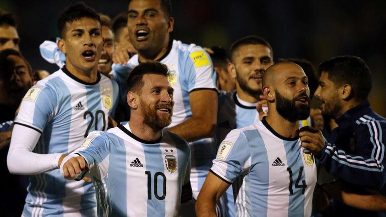 Игроки сборной Аргентины во главе с Лионелем МЕССИ (№10) празднуют выход в финальную часть чемпионата мира-2018. Фото AFP
