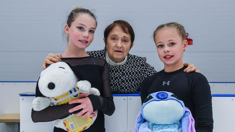 """Тамара МОСКВИНА, девочки-фигуристки и их талисманы. Фото Дарья ИСАЕВА, """"СЭ"""""""