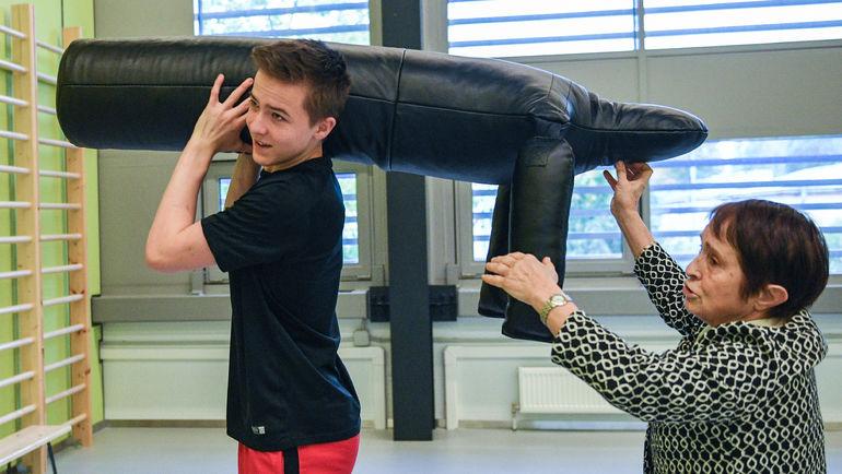 """Тамара МОСКВИНА, Гриша и манекен """"Фрима"""". Фото Дарья ИСАЕВА, """"СЭ"""""""
