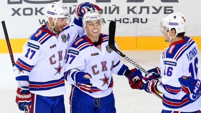Никита ГУСЕВ (в центре), Илья КОВАЛЬЧУК (слева) и Сергей ПЛОТНИКОВ. Фото photo.khl.ru