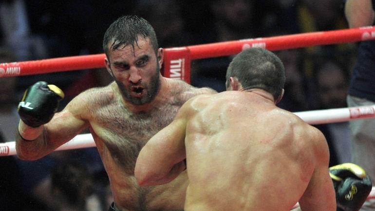 Гассиев нокаутировал поляка Влодарчика вбою глобальной суперсерии бокса