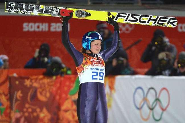 Немка Карина ФОГТ - первая в истории обладательница золотой олимпийской медали в прыжках с трамплина. Фото AFP