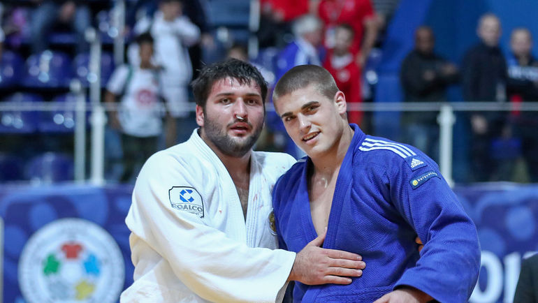 Суббота. Загреб. Инал ТАСОЕВ (слева) завоевал золотую медаль в весовой категории свыше 100 кг. Фото Марина МАЙОРОВА