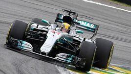 Боттас выиграл квалификацию, Хэмилтон разбил машину в Бразилии