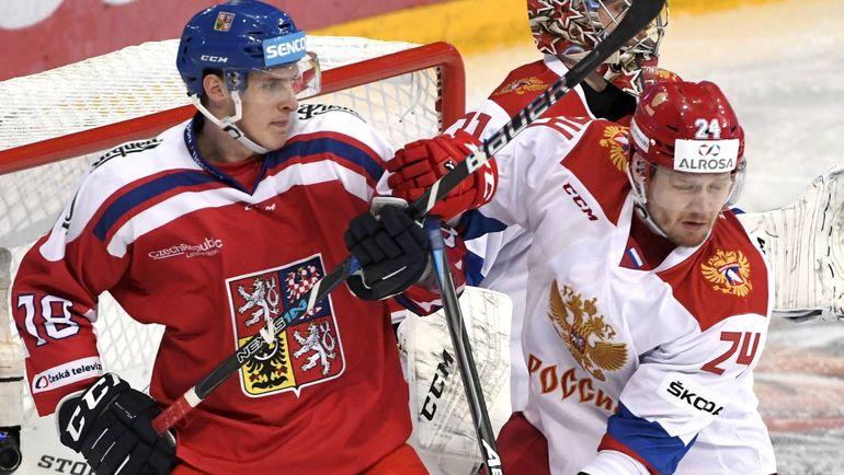 Василий ТОКРАНОВ (№24) и Доминик КУБАЛИК. Фото AFP