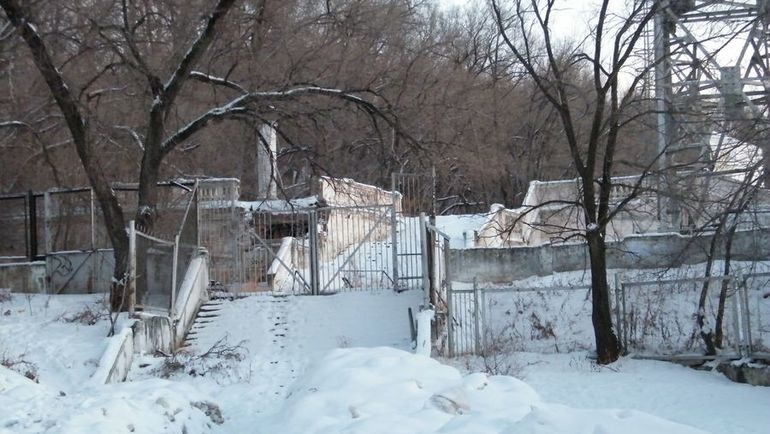 Стадион им. Ленина в Хабаровске. Вторая лестница с восточной трибуны, которой тоже перестали пользоваться, сохранилась в первозданном виде. Фото wikipedia.org