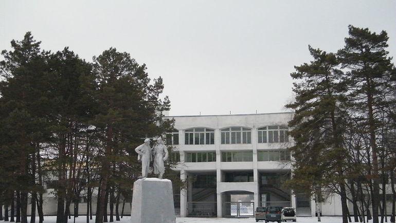 Построенная к чемпионату мира-1981 южная трибуна. По показаниям очевидцев, эти ворота были закрыты. Фото wikipedia.org