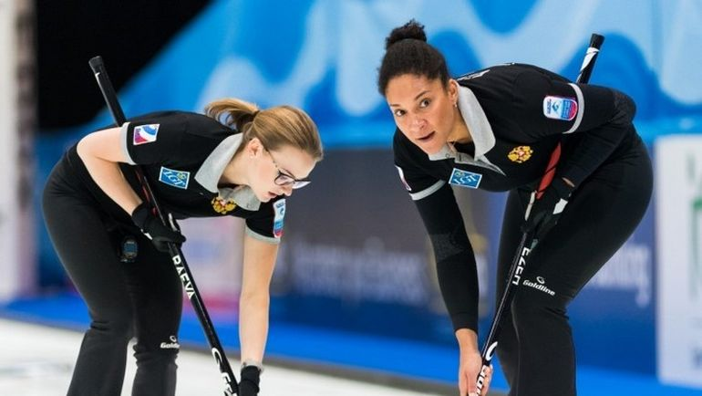 Александра РАЕВА (слева) и Кира ЕЗЕХ. Фото Eakin Howard