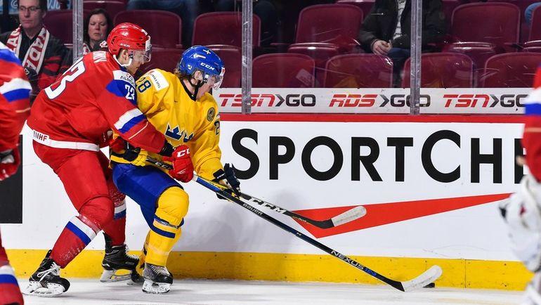Григорий ДРОНОВ (слева) не поможет молодежной сборной. Фото AFP