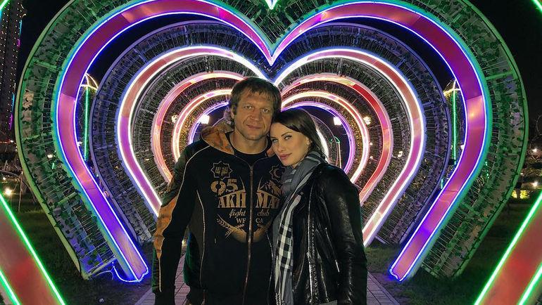 Александр ЕМЕЛЬЯНЕНКО со своей женой. Фото Инстаграм Александра ЕМЕЛЬЯНЕНКО