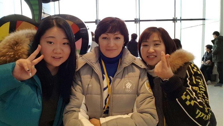 Декабрь. Пхенчхан. Двукратная олимпийская чемпионка Светлана ИШМУРАТОВА (в центре).