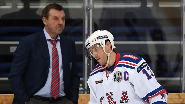 Павел ДАЦЮК (справа) и Олег ЗНАРОК. Фото Юрий КУЗЬМИН, photo.khl.ru