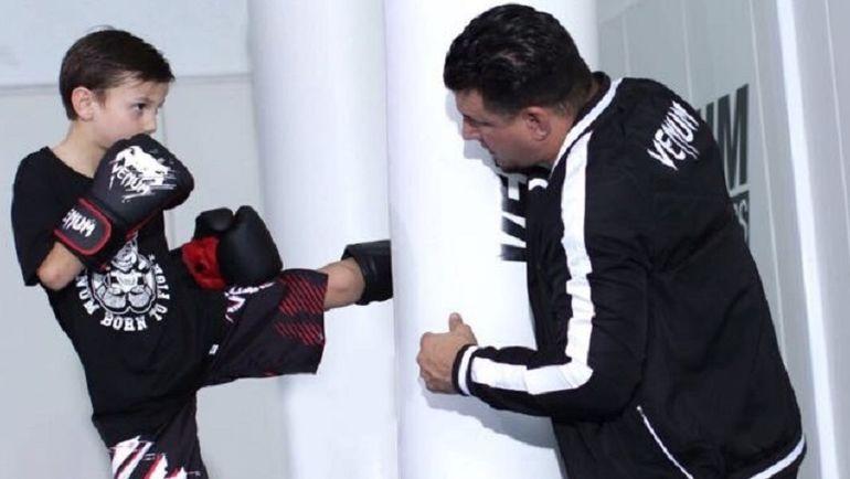 Фрэнк МИР тренирует своего сына Ронина.