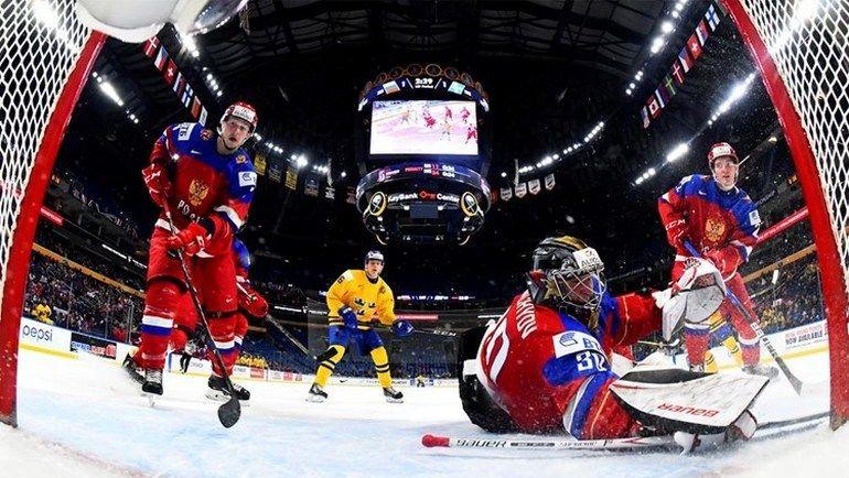 Сегодня. Баффало. Россия - Швеция - 3:4 Б. Россияне не смогли занять первое место в группе (для этого требовалось победить шведов с разностью в две шайбы) и уступили в серии буллитов. Фото IIHF