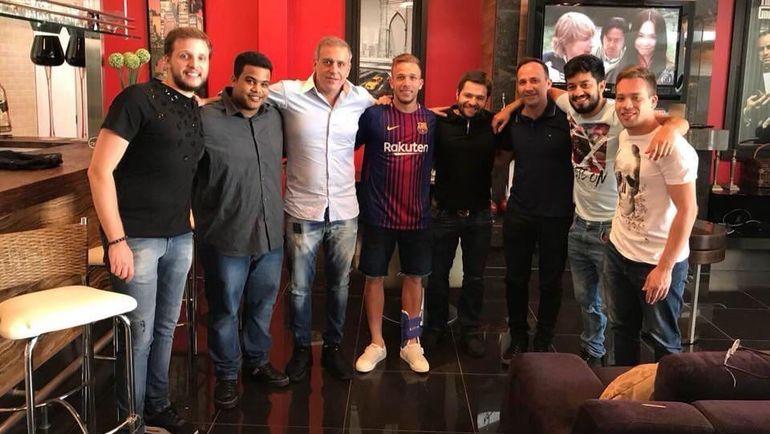 """Игрок """"Гремиу"""" АРТУР в футболке """"Барселоны"""". Просто фанат каталонской команды?"""