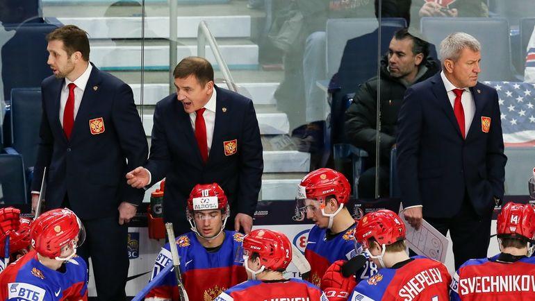 Валерий БРАГИН (второй слева) и его команда. Фото ФХР