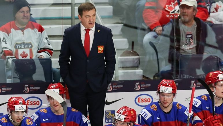 Валерий БРАГИН со своими подопечными. Фото ФХР