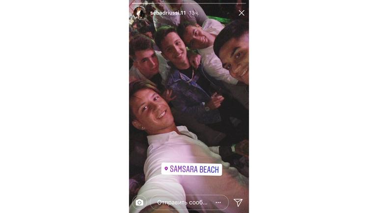 Себастьян ДРИУССИ с друзьями. Фото instagram.com/
