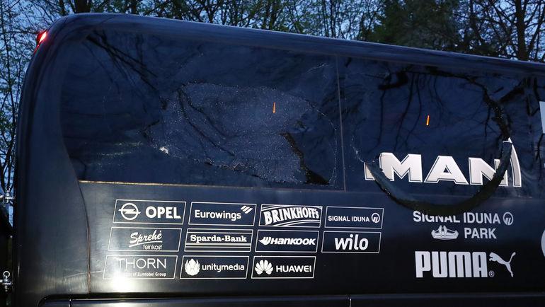 """11 апреля 2017 года. Дортмунд. Повреждения автобуса """"Боруссии"""" после взрыва. Фото REUTERS"""