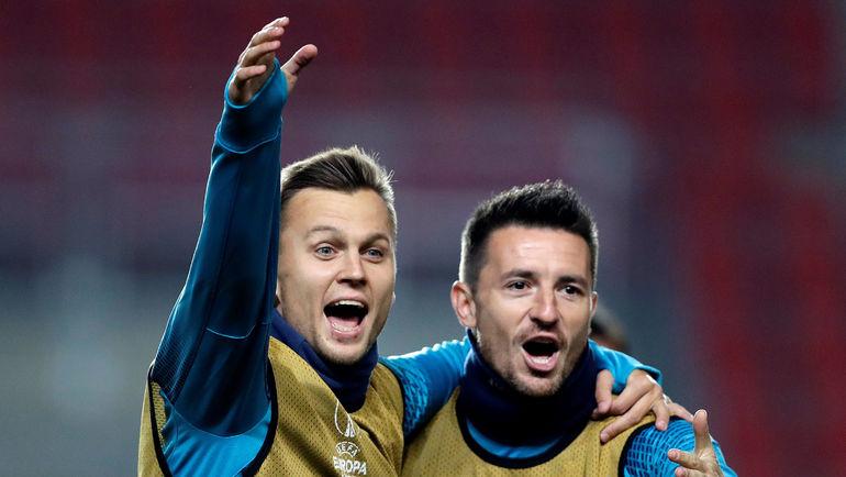 Денис ЧЕРЫШЕВ (слева) на выходных сыграет против родной команды. Фото REUTERS